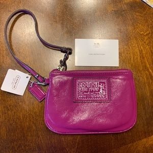 NWT Coach Daisy Liquid Gloss Small Wristlet